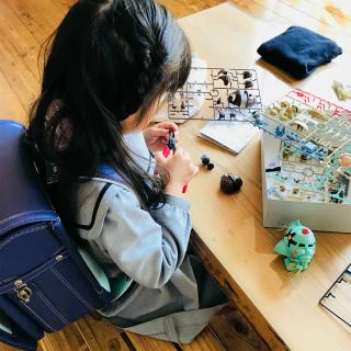 新一年生のすーちゃん、登校前にガンプラ製作中